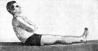 Рис. 16. Синергия у здорового человека: при перемене положения лежа на положение сидя происходит содружественное сокращение ягодичных мышц, мышц брюшного пресса, и исследуемый садится.