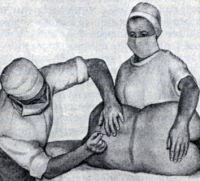 Рис. 15. Спинномозговая пункция в положении больного лежа