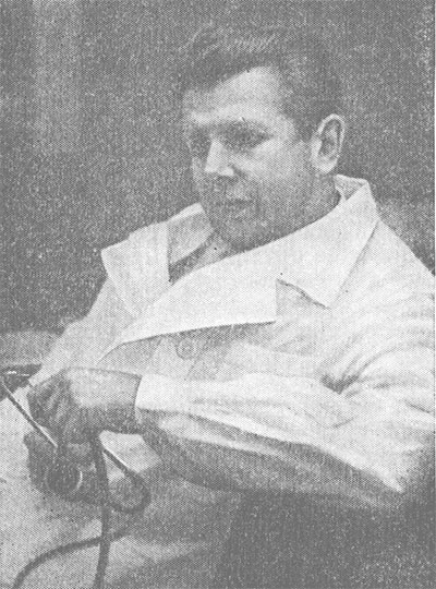 Академик Е. И. Чазов на консультации.