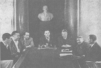 Академик А. Н. Бакулев ведет заседание Президиума АМН СССР.